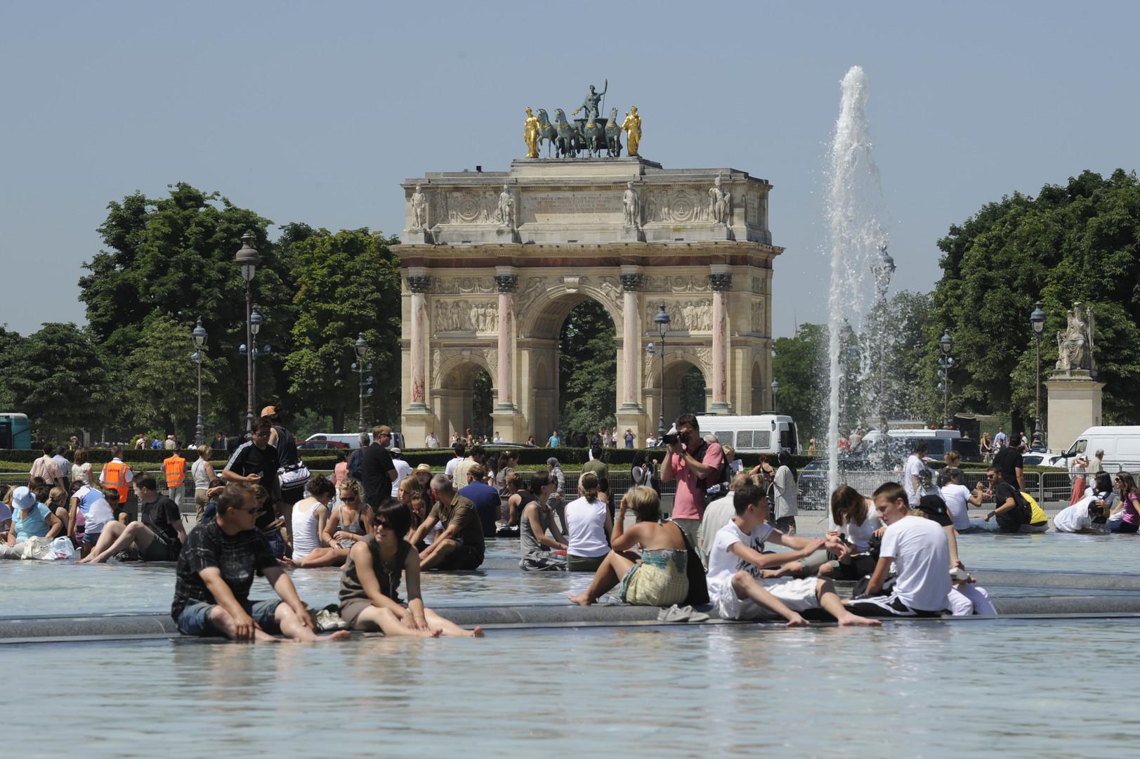 Photo of لأول مرة في التاريخ.. درجة الحرارة تتجاوز الـ45 في فرنسا ومنظمة الصحة تتوقع الأسوء!
