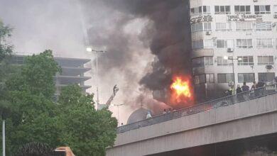 "Photo of عمليات إنقاذ العالقين في ""برج دمشق"" مستمرة.. والحريق يقترب من نهايته"