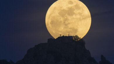 Photo of معلومات غريبة ومثيرة اكتشفت حديثا عن القمر