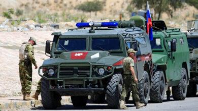 صورة الشرطة العسكرية الروسية تقيم نقطة مراقبة بالقرب من نقطة الأتراك في مورك
