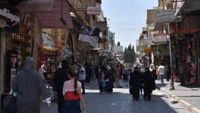 Photo of استعدادات خجولة للعيد في حماة.. ومواطنون: العين بصيرة واليد قصيرة!