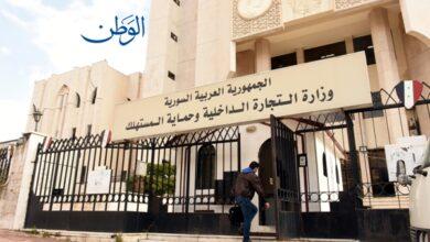صورة يجمع أكياس المنظفات ويعبئها لبيعها على أنها أصلية في حلب