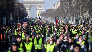 "Photo of ""السترات الصفر"" إلى الشارع الفرنسي مجدداً والشرطة تتخوف من عودة ""العنف"""