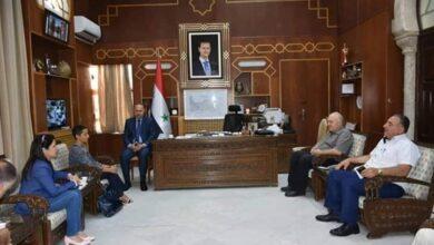 صورة محافظ حماة يبحث مع وفد صندوق الأمم المتحدة للسكان سبل تحسين الأوضاع الإنسانية في المناطق المحررة من الإرهاب