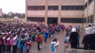 Photo of ٥٥٠ ألف طالب وطالبة في مدارس حلب.. وشكاوى من ارتفاع قيمة اللباس المدرسي