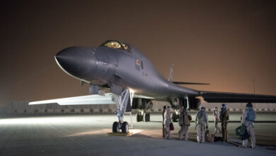 Photo of بالفيديو.. طائرات حربية أمريكية جديدة تهبط في السعودية والإمارات
