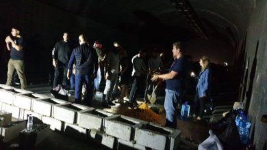 Photo of ببناء الجدران.. المحتجون اللبنانيون يغلقون طرقات بلادهم!