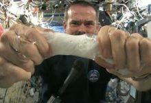 Photo of شاهد ما يحدث عند عصر قماشة مبللة في الفضاء (فيديو)