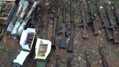 Photo of الجهات المختصة تعثر على كمية كبيرة من الأسلحة والذخائر بعضها أمريكي الصنع في ريف حمص