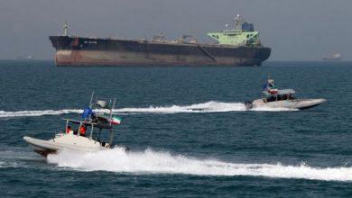 صورة الحرس الثوري الإيراني يحتجز سفينة في مياه الخليج