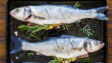 Photo of بالصور.. مطعم إماراتي يقدم سمكة مغطاة بالذهب
