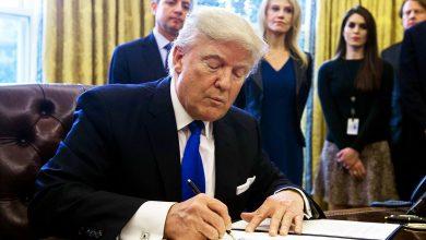 صورة ترامب يصادق على عقوبات جديدة ضد إيران