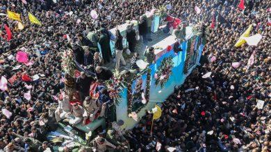 Photo of ملايين الإيرانيين يشيعون الشهيد الفريق سليماني في مسقط رأسه بكرمان