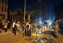 Photo of محيط مصرف لبنان يتحول ساحة معركة بين المحتجين وقوى الأمن الداخلي