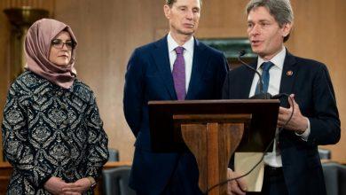 صورة أعضاء في الكونغرس الأميركي يسعون لنزع السرية عن تقرير استخباراتي حول مقتل خاشقجي