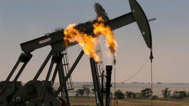 صورة أسعار النفط تنخفض أمام الدولار..والاتفاق النووي يهدد بإغراق السوق