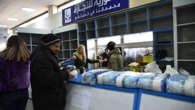 Photo of أسعارها أقل من السوق ب 40 بالمئة.. السورية للتجارة في حماة تطرح السكر والرز الحر في صالاتها