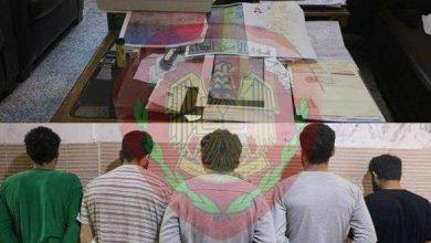 Photo of امتهنوا تزوير الوثائق الحكومية والشخصية بحرفية عالية.. وجنائية ريف دمشق تلقي القبض عليهم