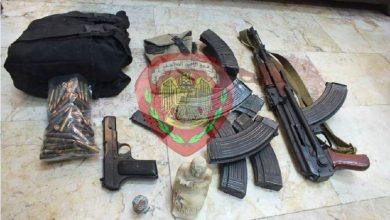 صورة جنائية اللاذقية تقبض على شخصين يروجا قطعاً أثرية وتضبط بحوزة أحدهما أسلحة حربية