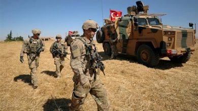 """صورة الاحتلال التركي يسرق قمح """"تل أبيض"""".. والأهالي يقطعون الطرقات لمنع نقله إلى تركيا"""