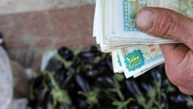 """Photo of أبناء تجمع """"الفضل"""" المحجور صحيا يبيعون بعض أثاث منازلهم لإطعام أولادهم!"""