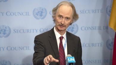 """صورة بيدرسون يعلن موعد استئناف """"الدستورية"""" ويطالب برفع """"العقوبات"""" عن سورية"""