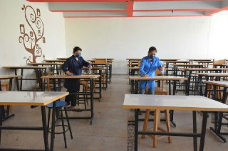 Photo of جامعة البعث تعقّم كلياتها ومعاهدها استعداداً للامتحانات الجامعية التي تبدأ غداً