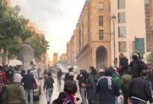 Photo of محتجون في وسط بيروت يحاولون اقتحام مجلس النواب!