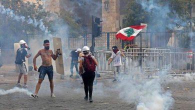 Photo of تجدد المظاهرات في بيروت ومحتجون يقومون بأعمال شغب وتعدٍ على الممتلكات العامة