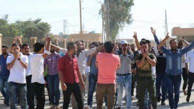 صورة تظاهرات في شرق دير الزور ضد ميليشيات «قسد».. والتوتر يتواصل في «جديد العكيدات»