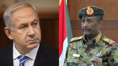 صورة رئيس مجلس السيادة السوداني يدفع باتجاه التطبيع.. وحمدوك يعارض