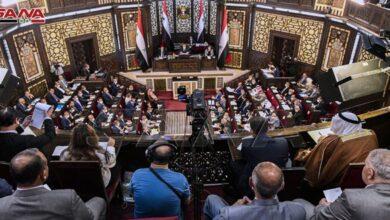 صورة نوّاب: على الحكومة إلغاء القيصر الداخلي الذي نضعه بأيدينا.. وقرار تصريف لـ100 دولار للسوريين القادمين للبلاد مخالف للدستور