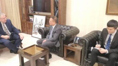 صورة وزير التربية والسفير الصيني في دمشق يبحثان تعزيز التعاون وإعادة التبادل الثقافي بين البلدين