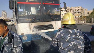 صورة إخماد حريق بمحرك أحد باصات نقل الموظفين بمنطقة الفحامة بدمشق