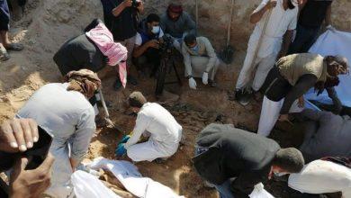 صورة اكتشاف مقبرة جماعية لأبناء عشيرة «الشعيطات» قتلهم داعش في دير الزور