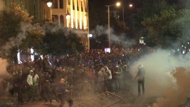 صورة مواجهات وأعمال شغب بمحيط بلدية بيروت ومجلس النواب اللبناني