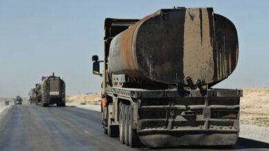 صورة الاحتلال الأميركي يواصل سرقة نفط السوريين ويخرج قافلة محملة بالمسروقات إلى العراق