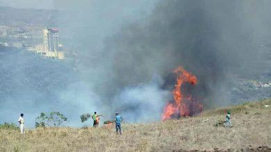 صورة اندلاع حريق كبير في أحراش جوسيه الخراب قرب الحدود السورية اللبنانية بريف القصير