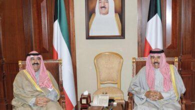 صورة أمير الكويت يزكي أخاه مشعل الأحمد الجابر الصباح ولياً للعهد