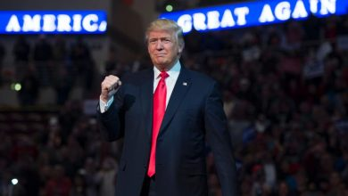 صورة ترامب متفائل بفوزه و100 مليون يدلون بأصواتهم بالانتخابات الرئاسية الأميركية