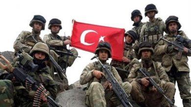 صورة ارتفاع عدد قتلى إرهابيي أردوغان إلى 27 إثر اشتباكات عين عيسى.. وميليشيات «قسد» تسلم جثث 21 منهم
