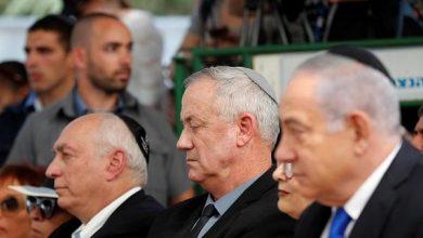 صورة وزير الداخلية في كيان الاحتلال يناشد نتنياهو وغانتس لمنع الانجرار نحو انتخابات رابعة