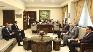 صورة المقداد يبحث سبل التعاون مع المنسق المقيم لأنشطة الأمم المتحدة في سورية