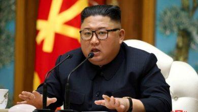 """صورة زعيم كوريا الشمالية: أميركا """"العدوّ الأكبر"""" ونخطّط للتزوّد بغوّاصة نوويّة"""