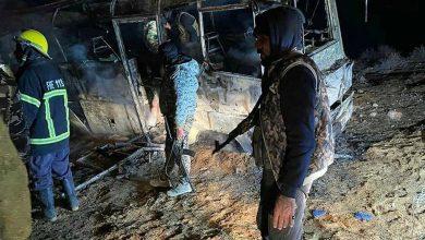 صورة شهداء وجرحى عسكريون بهجوم إرهابي على حافلة بطريق دير الزور – تدمر