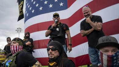 صورة وسائل إعلام أمريكية: جماعات يمينية متطرفة تدعو لاستهداف مسؤولين حكوميين يوم تنصيب بايدن