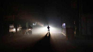 """صورة أهالي حمص يشتكون طول التقنين.. ومدير الكهرباء لـ""""الوطن"""": حاليا 5 قطع وساعة وصل"""
