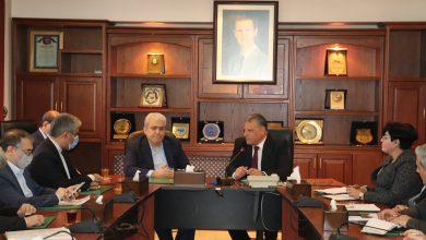 صورة وزير الزراعة يلتقي الوفد الايراني.. تعزيز التعاون في المجالات البحثية والتقنية التي تخص الزراعة