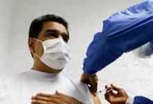 """صورة الرئيس الفنزويلي يتلقى لقاح """"سبوتنيك V"""" الروسي"""