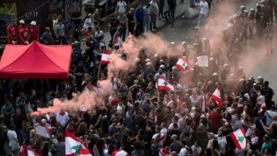 صورة للمرة الأولى منذ عام.. متظاهرون ينصبون خيما في بيروت احتجاجا على الأوضاع المعيشية